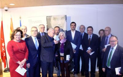 El presidente del Colegio de Médicos de Cuenca, estuvo en el V Premio de Novela Albert Jovell
