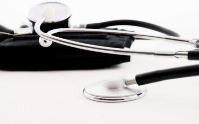 El CGCOM logra que se amplíe la compatibilidad de la pensión a TODOS los médicos jubilados que hacen frente a la COVID-19